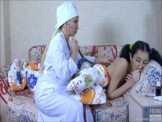 Секс с молодой девушкой-медсестрой на кушетке, после осмотра врачом